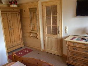 Ferienwohnung aus Holz, bayrisch eingerichtet