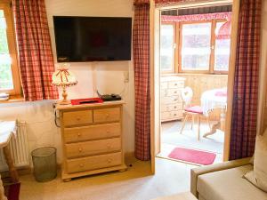 Wohn- und Esszimmer mit Seeblick